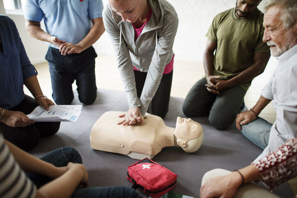 6 questions to ask before purchasing first aid training