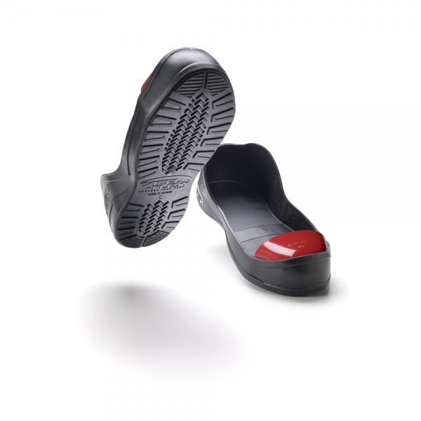 Steel toe overshoe