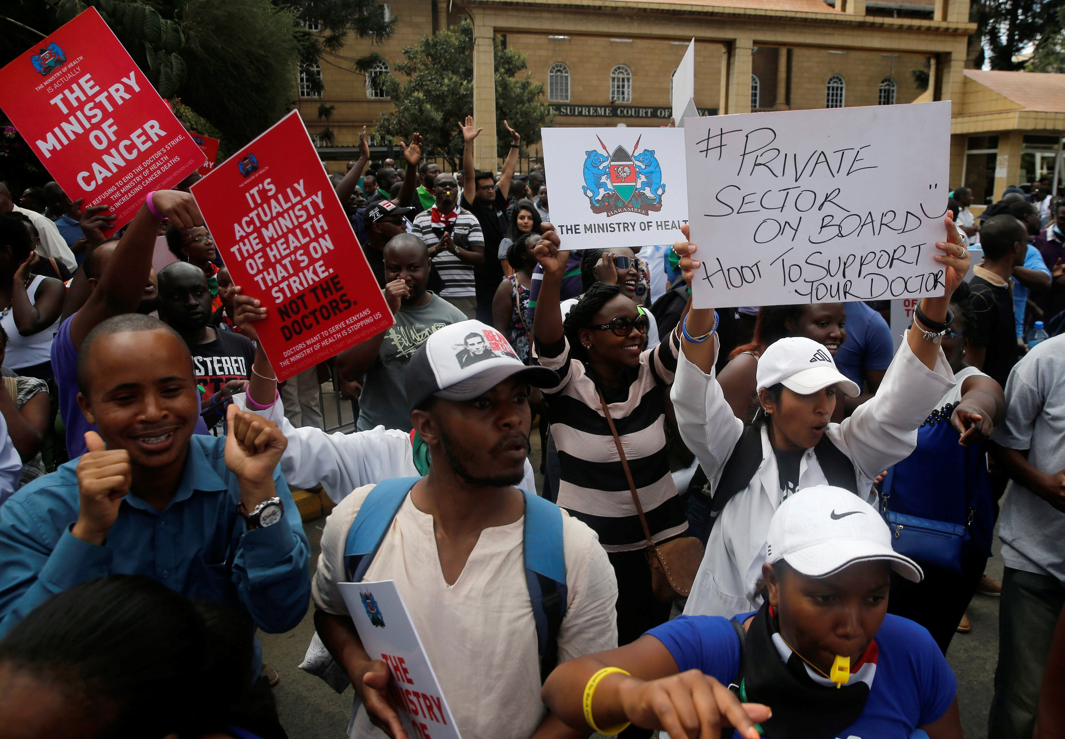 Kenyan court frees doctors' union officials