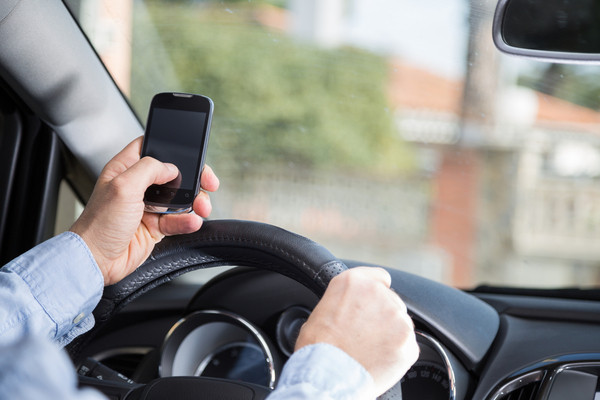 driving while using cellphone