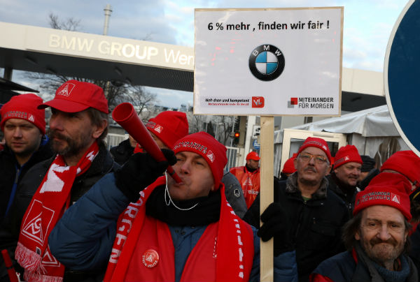 Wage strikes halt car production in Germany