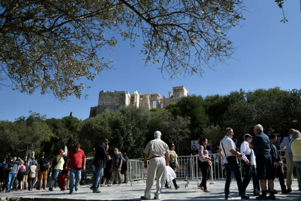 Strikes over privatization closes Acropolis