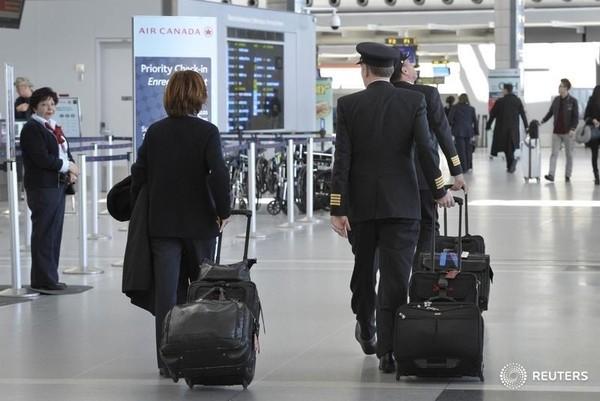 Feds to cap pilot flight hours to address fatigue concerns