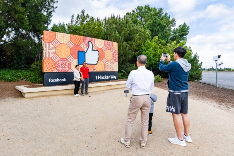 Firing of Chinese Facebook engineer ignites fury in U.S.