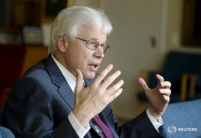Nobel winner says CEO pay too complex, cites overuse of consultants