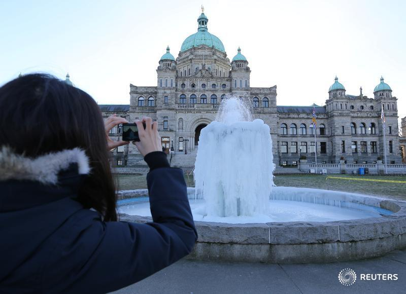 B.C. government wages 'out of step' with private sector: Report