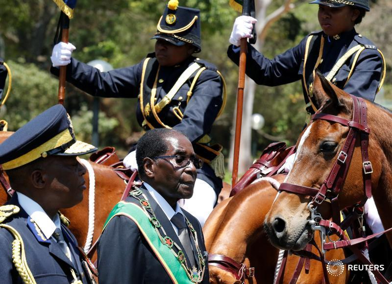 Cash-strapped Zimbabwe offers workers land instead of bonuses
