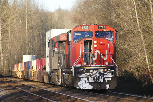Negotiations ongoing between CN, conductors union after strike threat