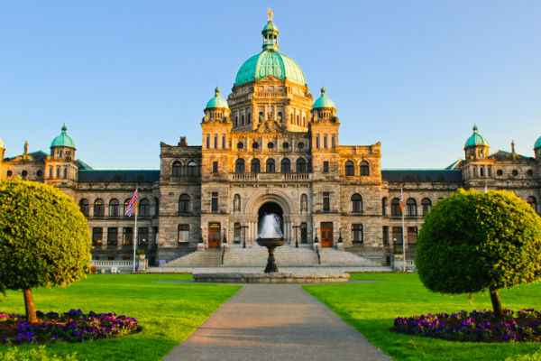 NDP commits to raising minimum wage in B.C. to $15 per hour by 2021