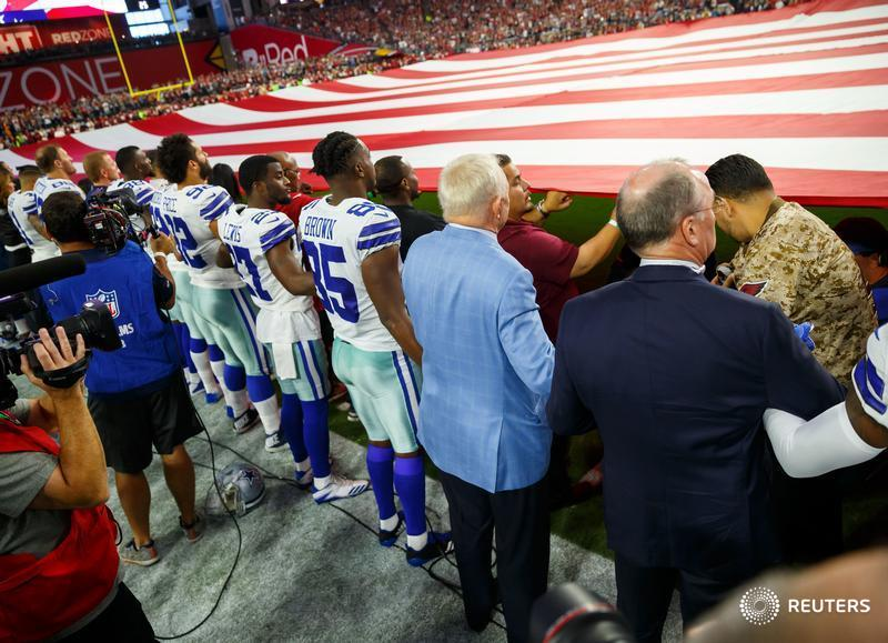 U.S. labour union challenges Cowboys' anthem stance