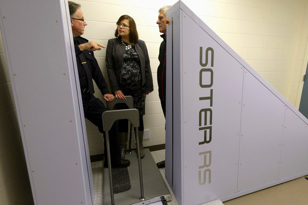 Alberta introduces body scanner to boost safety at Edmonton jail