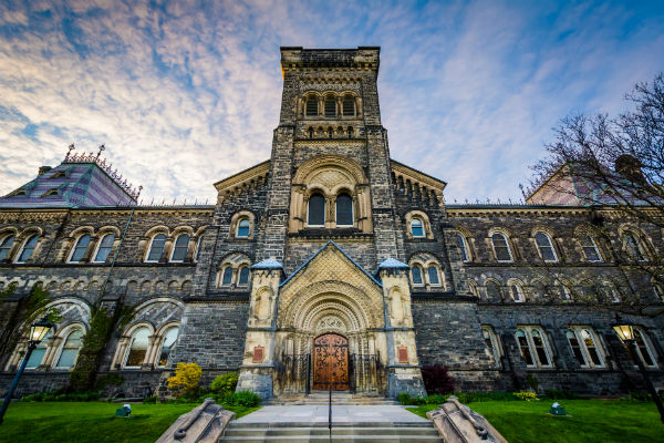 University of Toronto contract staff vote in favour of strike mandate