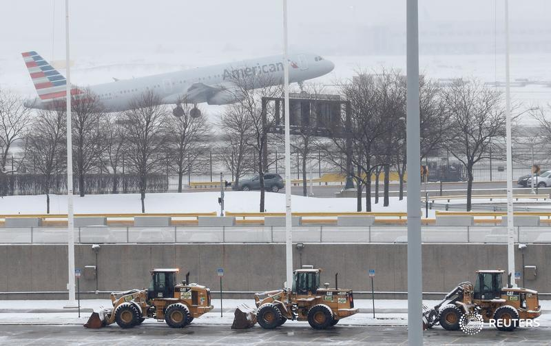 Glitch lets too many pilots at American Airlines take time off during holidays