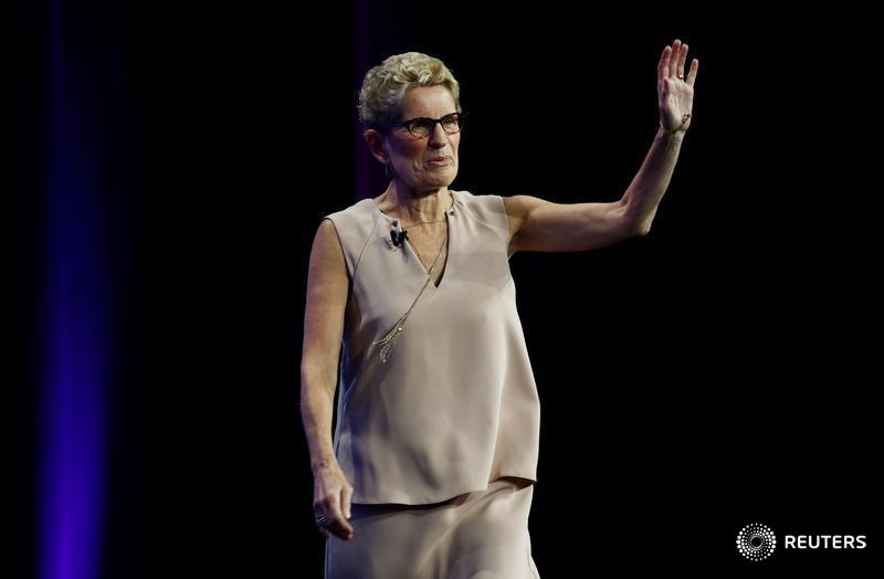 ​Ontario may provide public sectors with more minimum wage help: Wynne