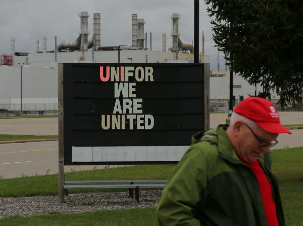 CLC head accuses Unifor of leaving lobby group to raid another union