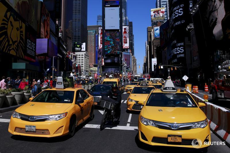 New York taxi drivers call for pay guarantee, limits on cars