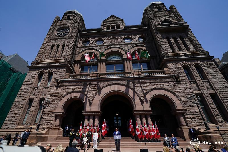 Ontario moves to take greater control of Hydro One executive salaries