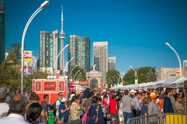Hundreds cross picket lines to attend CNE in Toronto