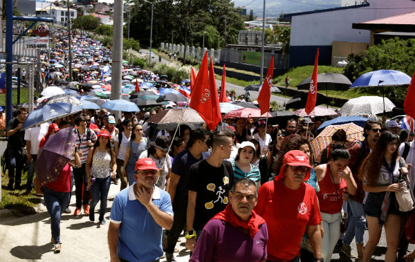 Costa Rica strikes, marches against tax plan, testing new president