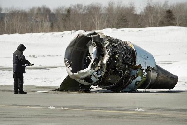 inspecting plane crash