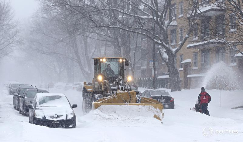 Several issues to consider in calling a snow day: Experts