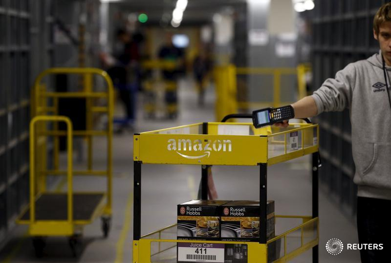 Polish Amazon workers demand their salaries be doubled