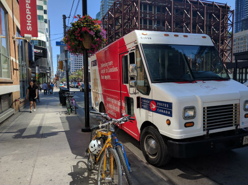 Government calls on both sides in Canada Post dispute to work with mediator