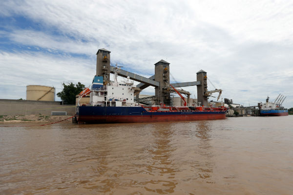 Argentina maritime union ends strike at Rosario grains hub