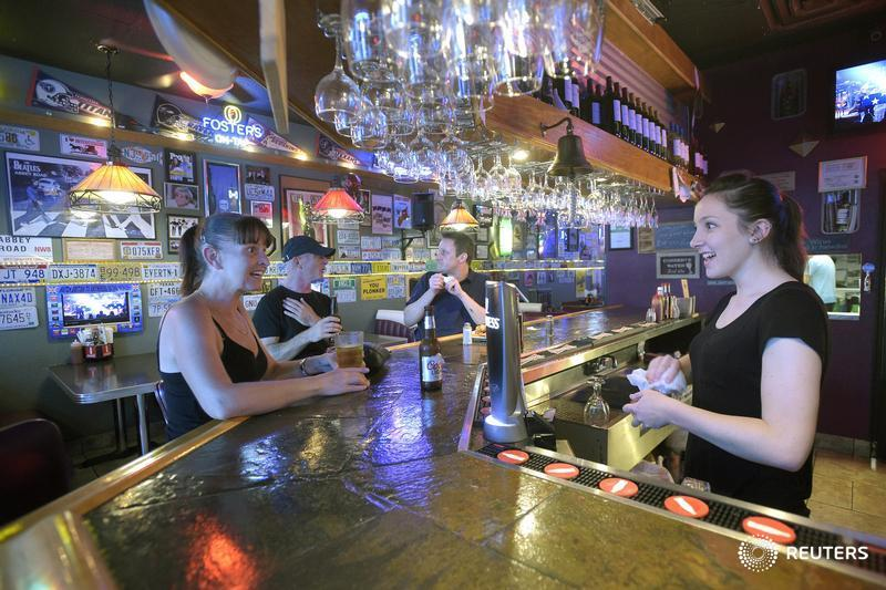 Bartenders, servers to receive sexual violence and harassment intervention training in Ontario