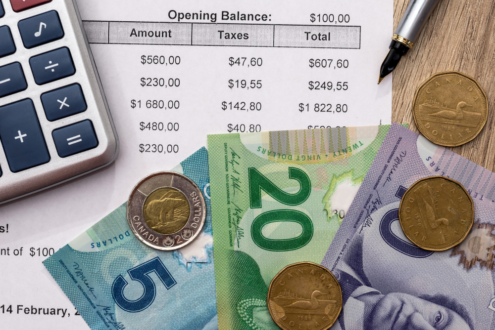 Canadians worry about finances while on the job: survey